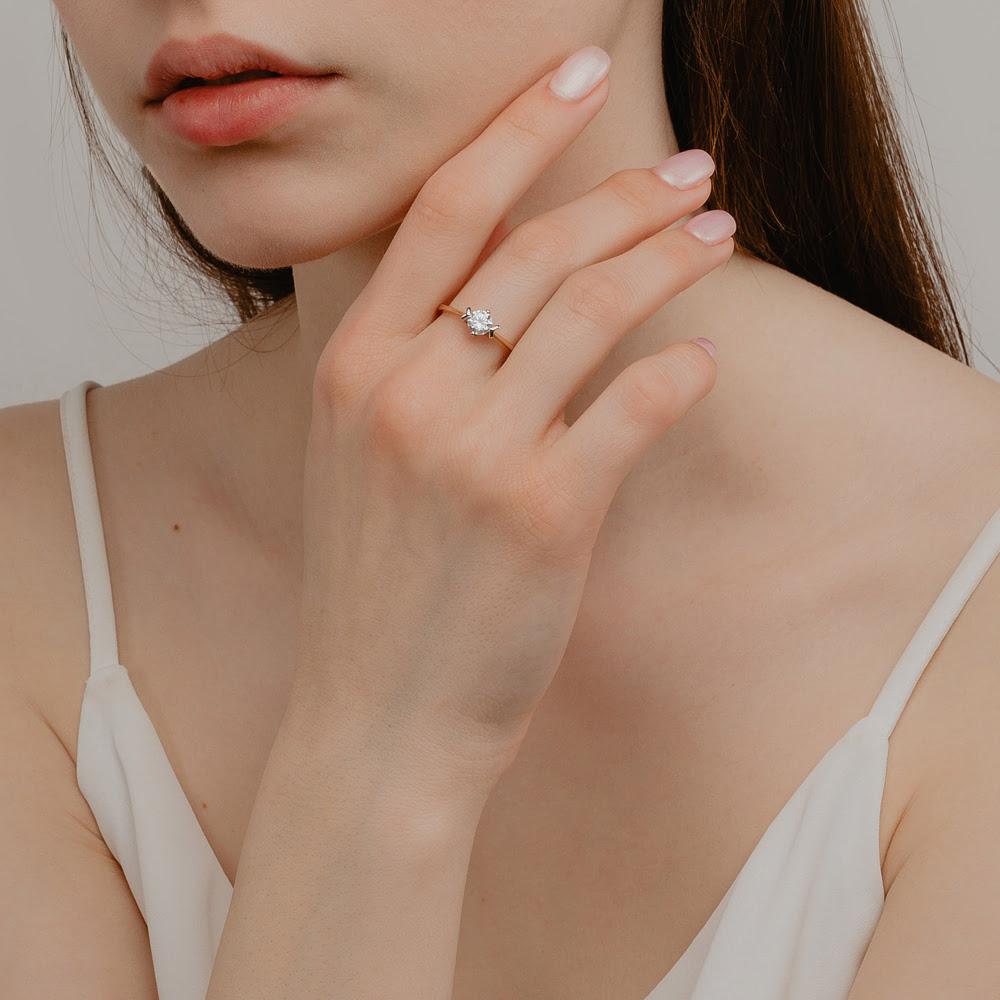 Золотое кольцо с фианитами СН01-115292
