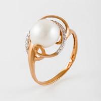 Золотое кольцо с жемчугом и фианитами ПЭ1901482Р