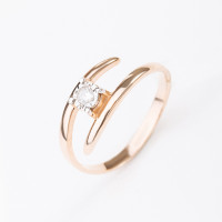 Золотое кольцо с бриллиантом КРК3212482/9