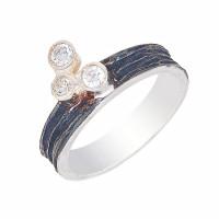 Серебряное кольцо с фианитами ИЬ90810224