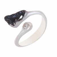 Серебряное кольцо с фианитами ИЬ90810424
