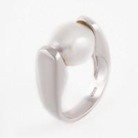 Серебряное кольцо с жемчугом СЫ01РН0848А204