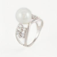 Серебряное кольцо с фианитами и жемчугом синтетическим ДИ94012993