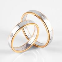Золотое кольцо обручальное с фианитами ДИ114119-01
