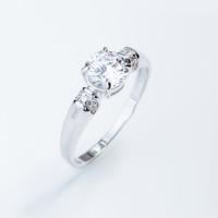 Серебряное кольцо с сваровски и фианитами