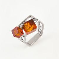 Серебряное кольцо с янтарем 6Д420041052АБ