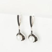 Серебряные серьги подвесные с жемчугом и эмалью ФЖ52833С1Б