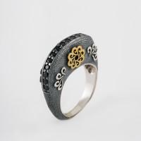 Серебряное кольцо с шпинелью и золотом 750'