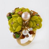 Серебряное кольцо с жемчугом, эмалью, фианитами и кораллами синтами СЙЖГР161-1