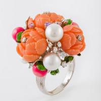 Серебряное кольцо с фианитами, эмалью, жемчугом и кораллами синтами
