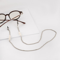 Бижутерная цепочка с жемчугом синтетическим и силиконом