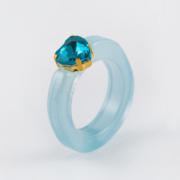 Бижутерное кольцо с пластиком и стразами